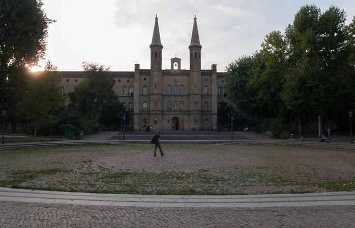 Der Kunstraum Kreuzberg/Bethanien, ein Ausstellungsraum für moderne Kunst, ist einer der möglichen Stopps auf einer alternativen Stadtführung