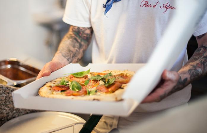 Himmlische Pizza im Neapel-Stil bei Standard