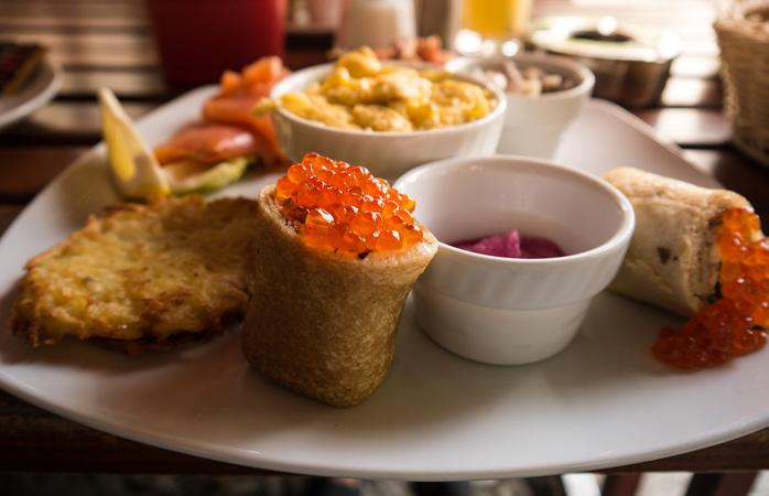 """Das Frühstück """"Schwarzes Meer"""" in der Datscha Café Bar ist der Traum eines jeden Fischliebhabers"""
