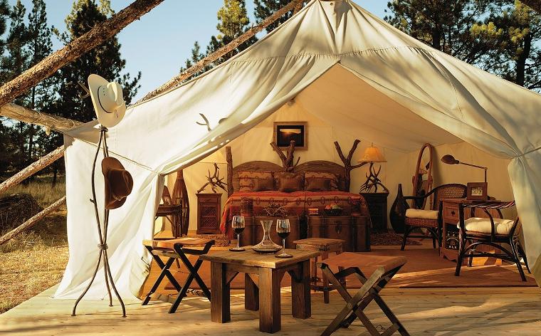Glamping: Wenn Luxus Zelt auf Campingplatz trifft