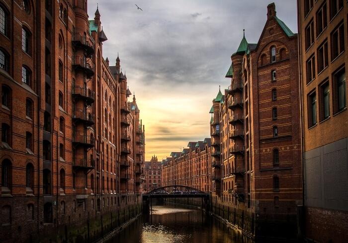 Hamburg-Lagerhausstadt-Fluss-Architektur