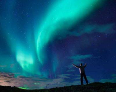 Schlummern unter den Nordlichtern: 9 Hotels mit fantastischen Ausblicken