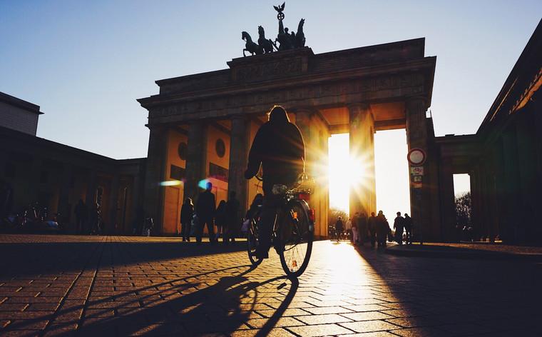 Beginne deine Erkundung Berlins mit einem Besuch des Brandenburger Tors