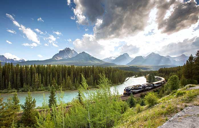 Entdecke die Kanadischen Rockies im Rocky Mountaineer