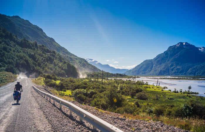 Folge der Straße zum See General Carrera