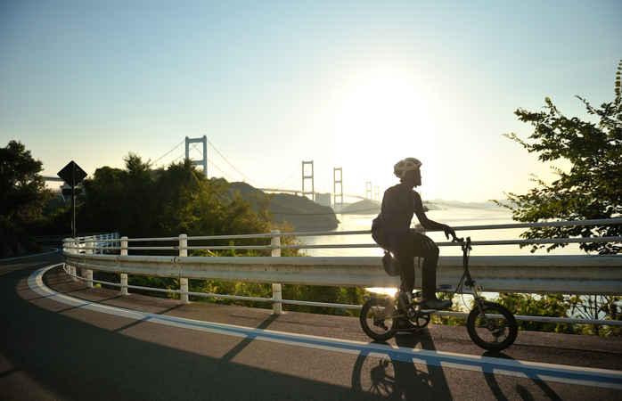 Radfahren auf der japanischen Shimanami Kaido-Straße ist ein Kinderspiel