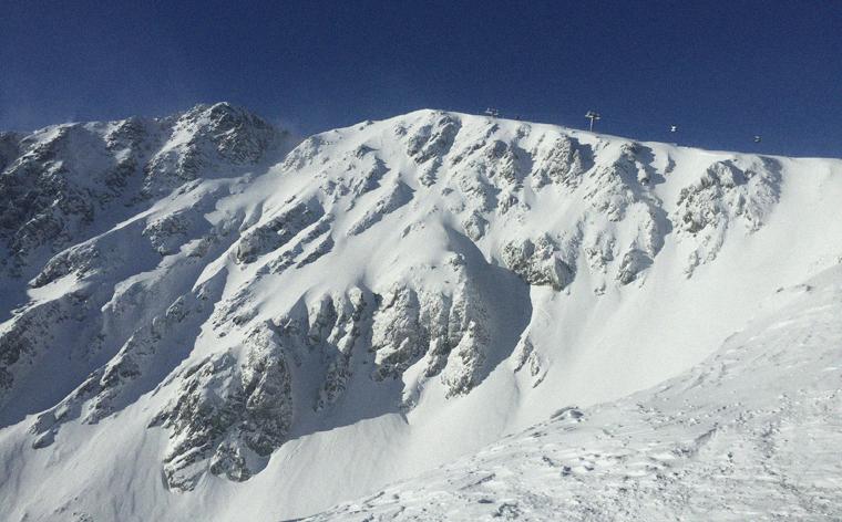 Was mitnehmen, wo Ski fahren – nachzulesen im Performance-Reiseführer für Jasná